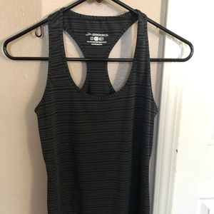 Brooks Pick-up running tank. Size XS